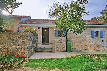 Casa Majkusi - cottage - Haus
