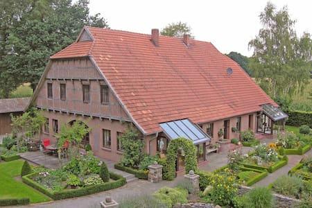 Landhauswohnung mit schönem Garten! - Condominio