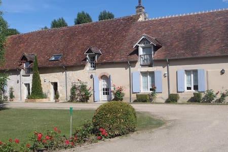 Chambre avec Terrasse et Cuisine - Saint-Germain-du-Puy - Bed & Breakfast