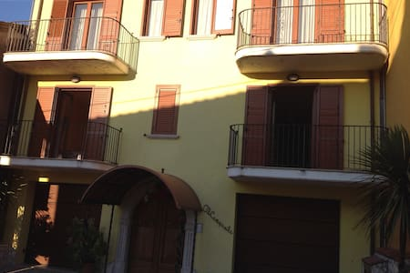 Camera con vista montagna e centro - House