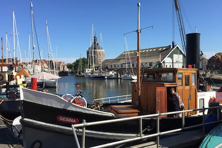 Historische sleepboot in centrum - Vene