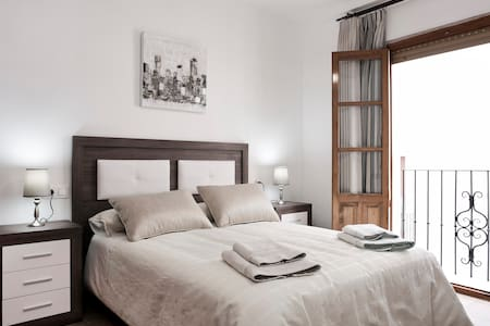 CONFORTABLE APARTAMENTO EN CASCO ANTIGUO. PARKING - Antequera