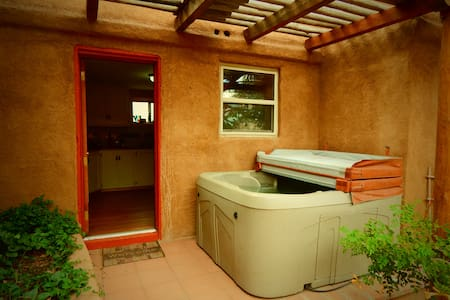 Casita Linda-walk to plaza,hot tub! - Albuquerque - Hus