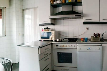 QUITE DOBLE ROOM IN A GOOD AREA - Appartement