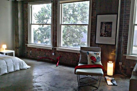 Downtown Dallas Urban Oasis Loft!