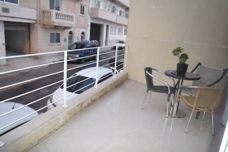 2Flat sharing in central St julians