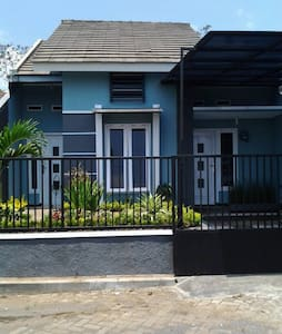 Villa Danesh, Batu Indonesia - Hus