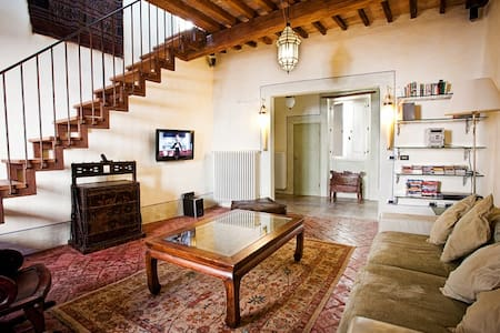 Lovely family-friendly, old-town flat with terrace - Città di Castello
