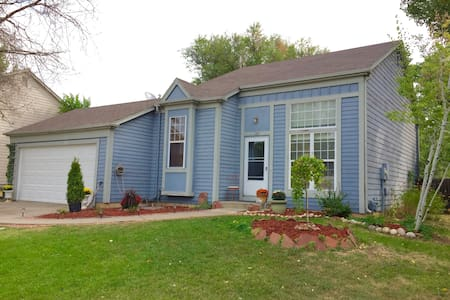 Sunny and Charming Home in perfect location - Lafayette - House