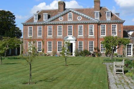 Stunning 1700's Manor nr Canterbury - House