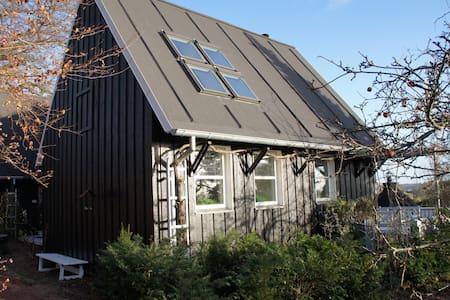 Hus i 2 etager med panoramaudsigt - Randers NØ