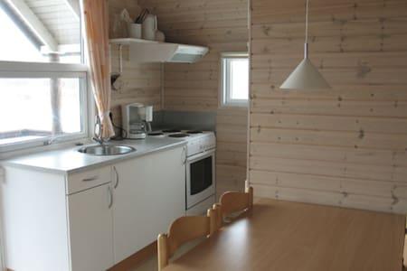 Hytte til 5 pers. m. køkken, bad og inkl. linned - Sydals