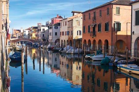 Appartamento sul canal Vena nel cuore di Chioggia - House