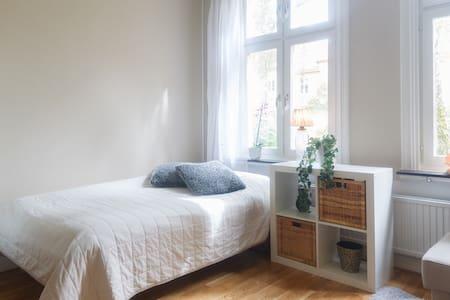 Wonderfully Charming Central Apartment - Örebro - Appartamento