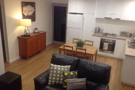 Modern Chic Apartment - Wohnung