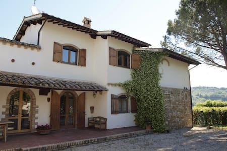 Villa between Assisi and Perugia