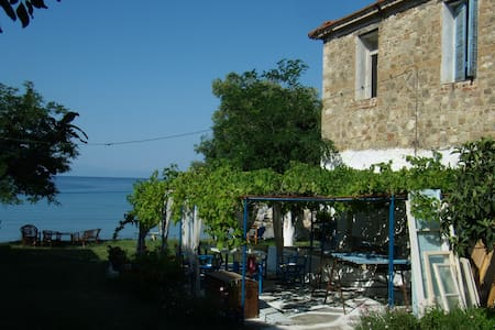 Holiday Sea Front House - Nea Skioni - House