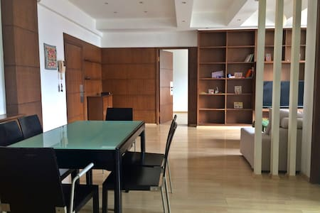 Beautiful Spacious Apartment near People's Square - Flat