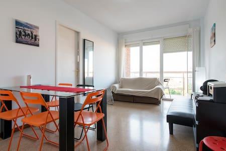 TRIPLE ROOM+PRIVATE BATH,SUN& METRO - Barcelona - Apartamento