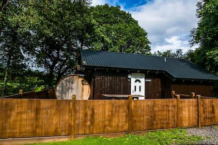 Taigh Nan Con Log Cabin, Dalavich, Hot Tub & Sauna - Mökki
