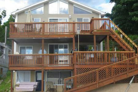 Beautiful Lakefront Home on Conesus Lake - Conesus - House