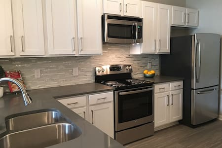 Newly Renovated/ Ideal Midtown Location - Apartamento