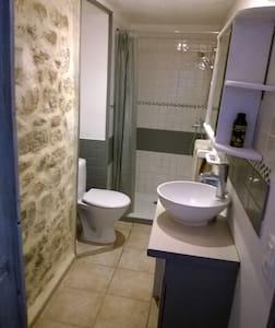 trés joli logement dans maison bretonne - Apartment