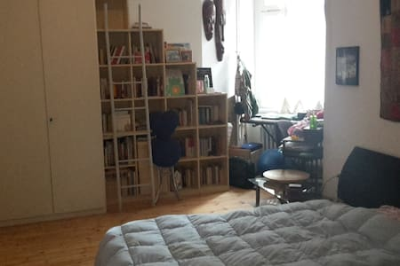 Cozy and beautiful room in Neukölln - Wohnung