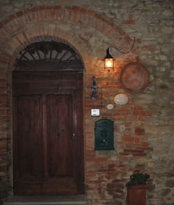 Camera  in un borgo medioevale in Toscana... - Bed & Breakfast