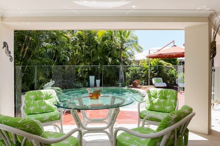Resort Living Right on the Water! - Helensvale - Bed & Breakfast