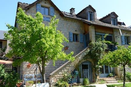 LA MAISON D ERAGON. SAINTE ENIMIE - Sainte-Énimie - Byt