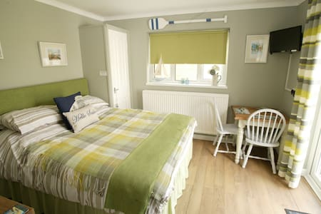 Peaceful self-contained room - Whitstable - Bed & Breakfast