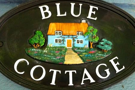 Blue Cottage on St Mary Lake, Salt Spring Island - Salt Spring Island