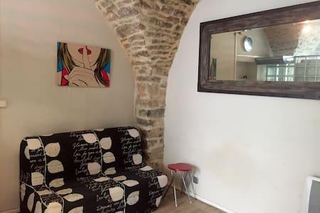 Studio Cozy dans le vieux village - Nîmes