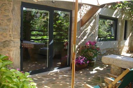 Casas da Calçada-Estúdio c/ jardim - Byt