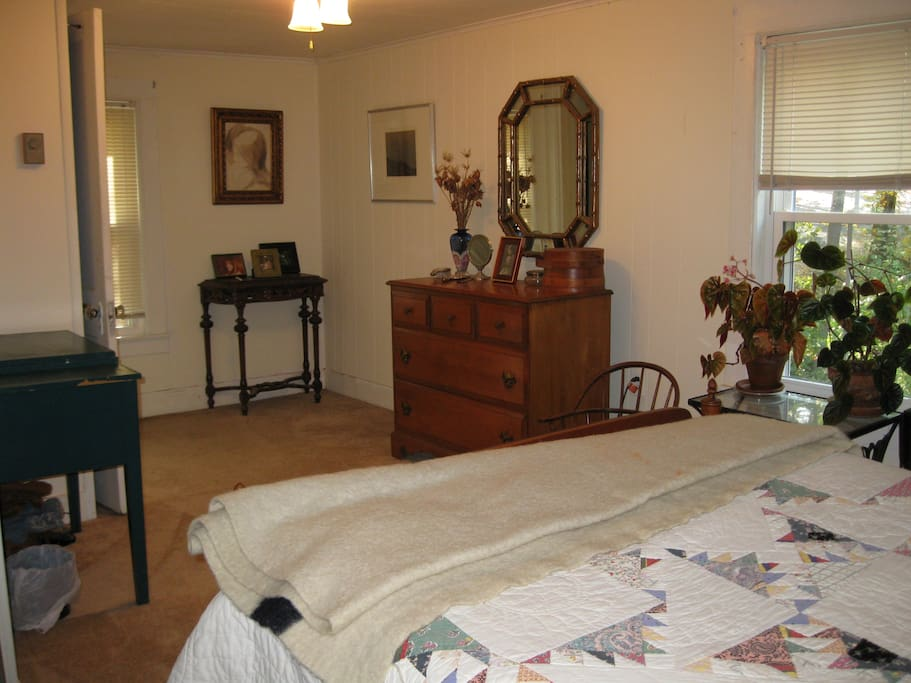 Ample space in bedoroom