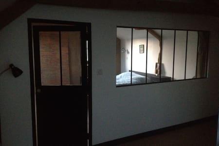 Chambre meublée chez l'habitant au calme - House