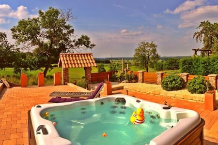 Cozy farm with hot jacuzzi ! - Bed & Breakfast