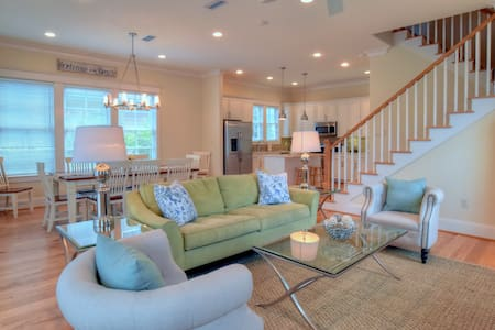 Pet-Friendly Beach Cottage on 30A! - House