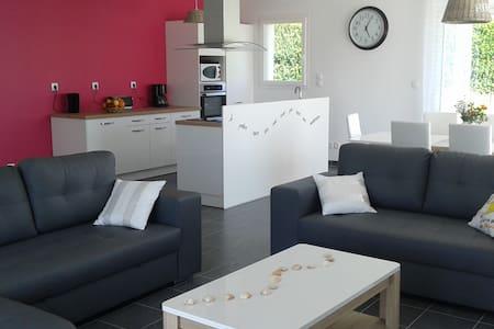 Maison proche Cabourg, jardin clos - Rumah