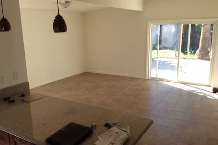 Private Room, Spacious House! - Reseda - Casa