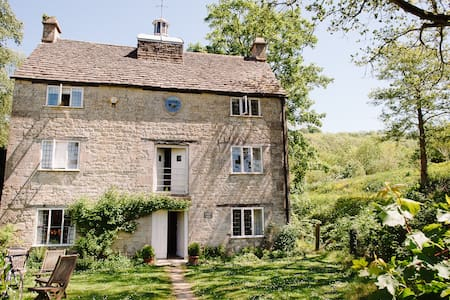 Grist Mill, Cotswold stone house at Owlpen (1728) - Casa