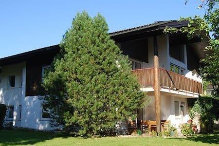 2-Zi-Wohnung mit Terrasse/ Chiemsee - Leilighet