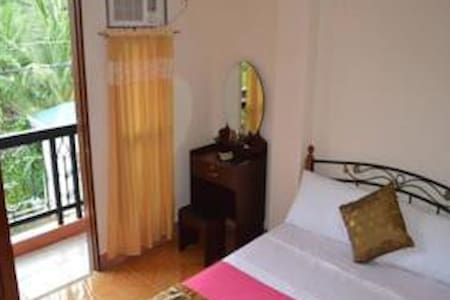 Double Bed Room with Balcony - Talisay City - Apartmen
