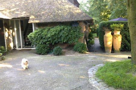 romantische rietgedekte boerderij - Maison