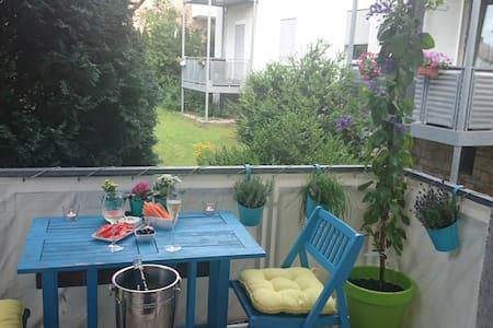Sehr schöne 60qm Wohnung mit Balkon - Apartment
