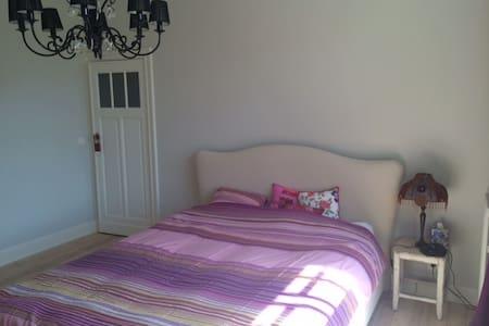 Beautiful charming master bedroom - Maison