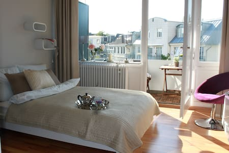 "Our apartment is located none of the most wanted hot spots of the town Hamburg .Very central ,high class modern furniture and styling. From the large balcony you look in the green garden an over nice houses. The ""Stadtpark"" is just 2 min.distance ."