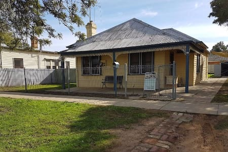 Echuca Holiday Houses - Temoca Cottage - Hus