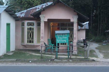 Penyu Stone Homestay - Bed & Breakfast